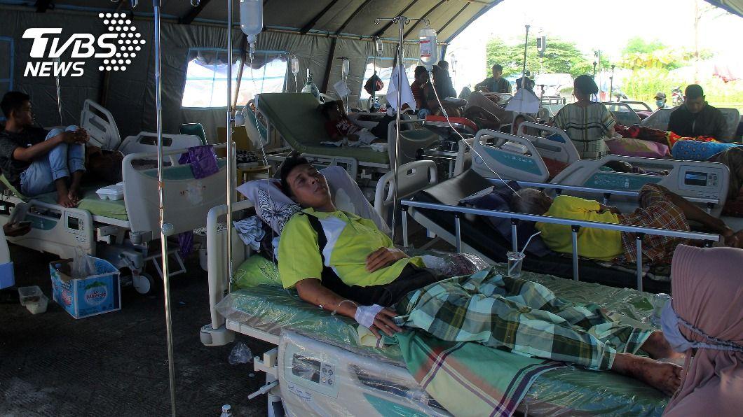 印尼發生強震,傷亡人數眾多。(圖/達志影像路透社) 印尼強震增至77死 雨季大豪雨阻礙搜救