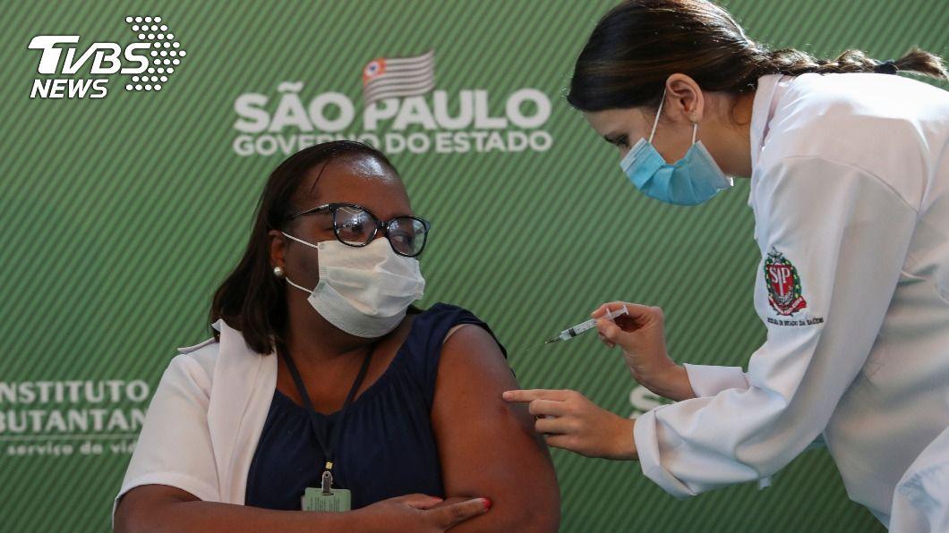 巴西緊急授權2款新冠疫苗 醫護人員優先接種
