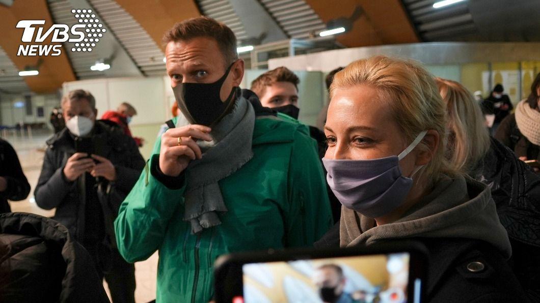 納瓦尼與妻子一同返回俄國。(圖/達志影像美聯社) 俄羅斯反對派領袖納瓦尼搭機返國 警方旋即拘捕