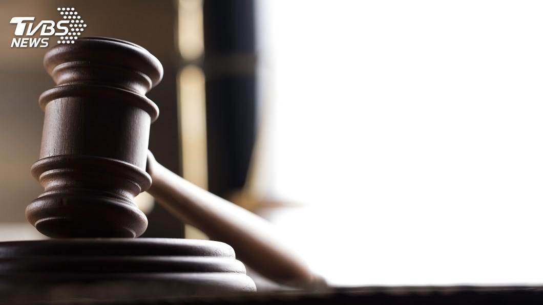 高雄市一對父母狠心虐打4歲的小兒子導致他死亡,遭到法院判刑。(示意圖/shutterstock 達志影像) 吃飯沒吞下肚違反約定 父母抓狂狠打4歲兒腎衰竭亡