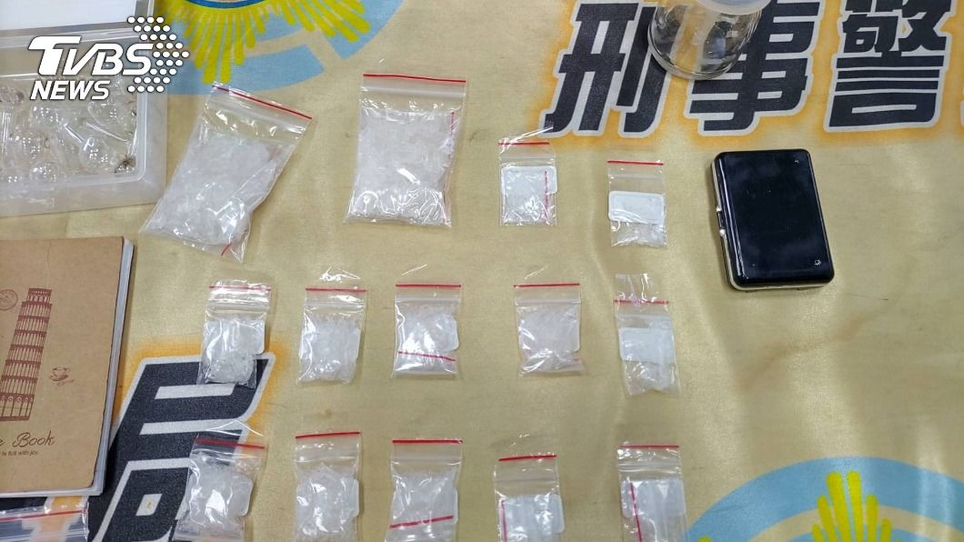 警方埋伏10小時逮到販毒女子。(圖/中央社) 高雄女藏身傳統市場販毒 警寒風中埋伏10小時逮人