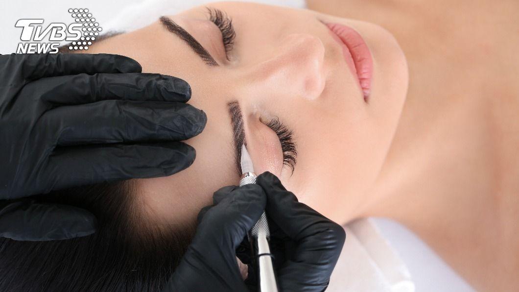 眉毛若化的好,妝容會更突出、精緻。(示意圖/shutterstock達志影像) 眉毛超難畫?手殘人必學「X型畫法」自然又精緻