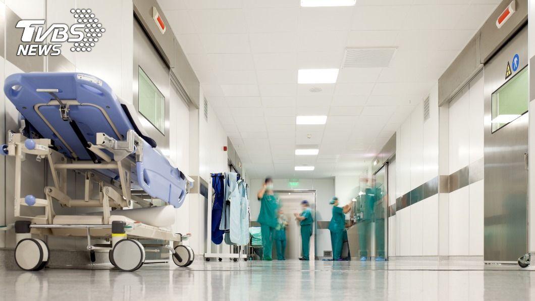 醫院內的神秘999廣播,醫師分享其背後含意。(示意圖/Shutterstock達志影像) 醫院神秘廣播「999」全員跑起來 急診醫揭背後含意