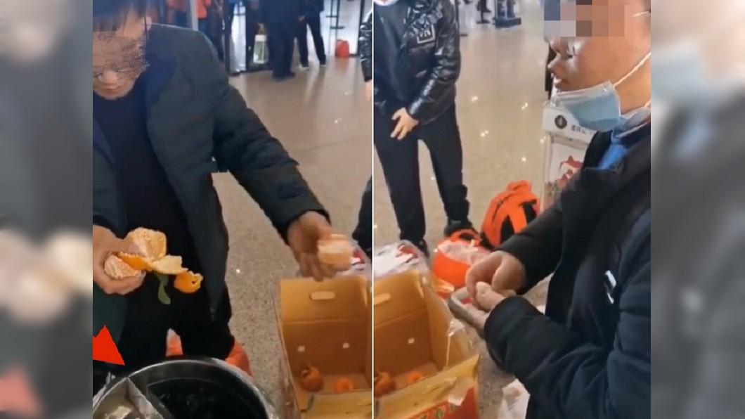 男子嫌飛機托運費用太貴,當場怒吃30公斤橘子。(合成圖/翻攝自搜狐新聞) 托運費太貴!機場吃光60斤橘子 嘴爛哀號:再也不吃了