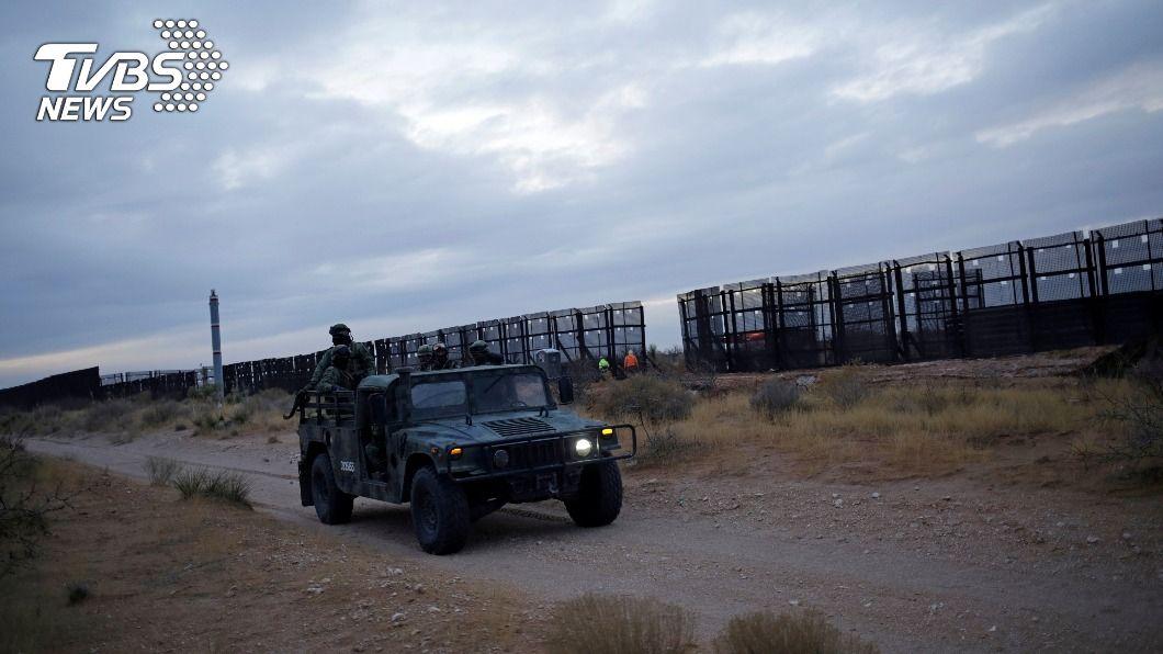 川普政府再美墨邊界建圍牆阻移民偷渡入境。(圖/達志影像路透社) 拜登推翻川普移民措施 墨西哥樂見邊界圍牆停蓋