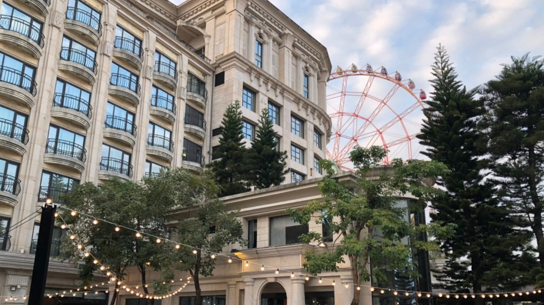 義大皇家酒店推出1+1住房優惠。(圖/翻攝自義大皇家酒店臉書) 住一晚3千元有找!五星級飯店祭超狂「1+1」搶客
