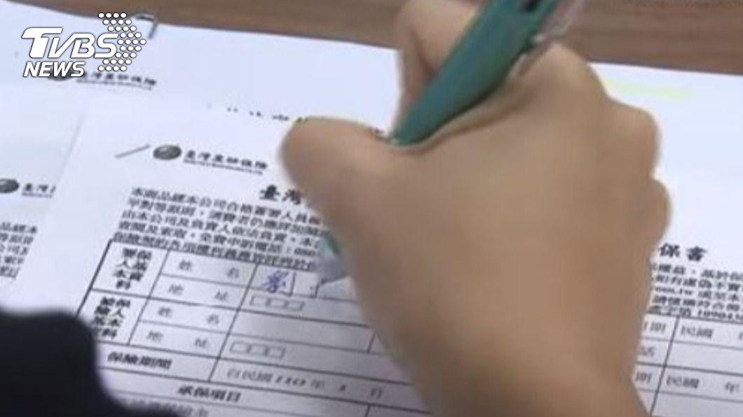 防疫保單掀起搶購熱潮。(圖/TVBS資料畫面) 防疫保單將停售引搶購 內行曝「2類人最需要」