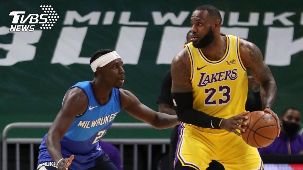 NBA湖人詹姆斯攻下個人本季單場得分新高。(圖/達志影像路透社) 詹姆斯本季新高34分 NBA湖人開季客場8連勝