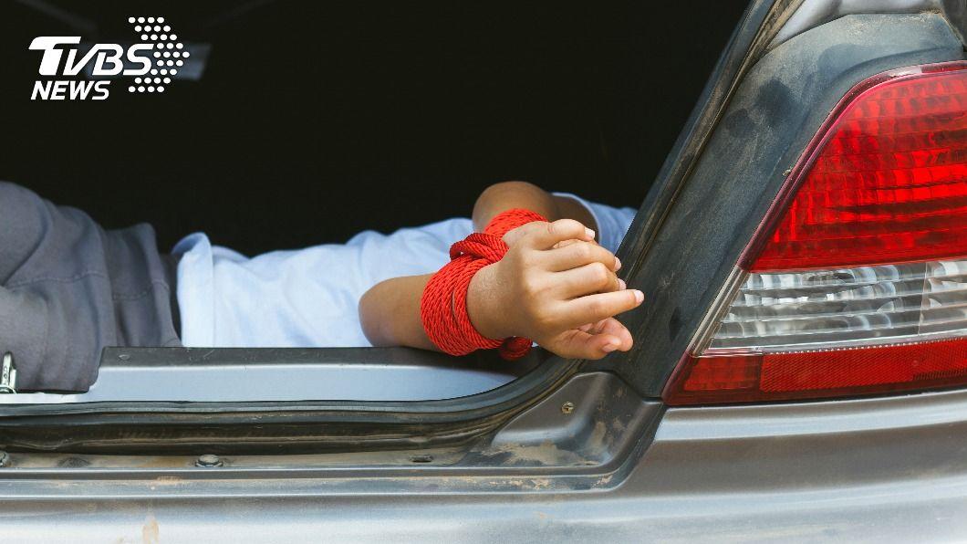 (非當事人,示意圖/shutterstock達志影像) 父女疑公司經營權談不攏 爸半路遭押上車並監禁