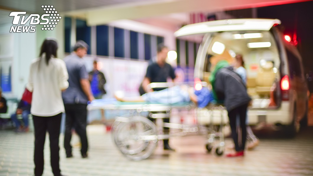 男子被打到肋骨斷掉4根。(示意圖/shutterstock達志影像) 180cm壯男撕破女友小被被 遭痛毆「肋骨斷4根」