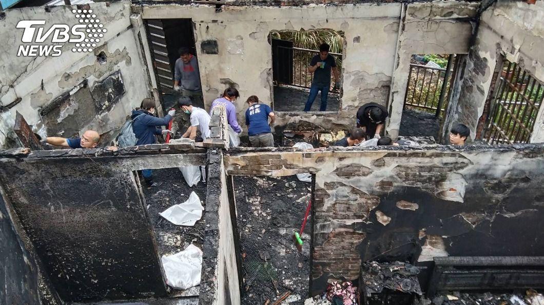 單親媽住家遭祝融。(圖/中央社) 單親媽住家遭祝融全毀 慈善團體號召民眾協助清理