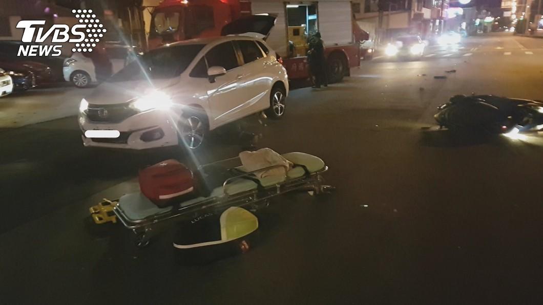 邱男遭酒駕女子衝撞身亡。(圖/中央社) 酒駕高速闖紅燈! 翁遭輾「拖行10多公尺」慘死