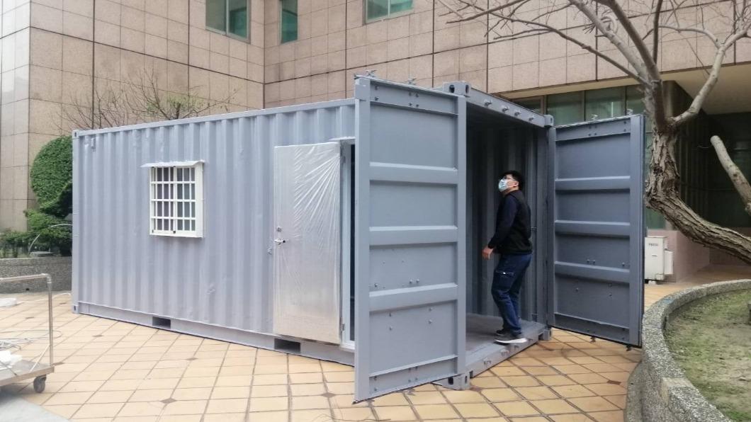 桃園某一大型醫院購入貨櫃屋做為戶外門診使用。(圖/翻攝自施景中臉書) 緊急成立「門診貨櫃屋」!施景中:醫護準備共赴國難