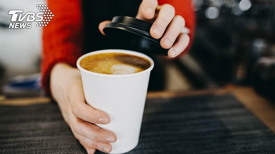 店家為鼓勵民眾士氣,推出買一送一的活動。(示意圖/shutterstock達志影像) 擺脫週一症候群 連鎖咖啡店限時推「買1送1」