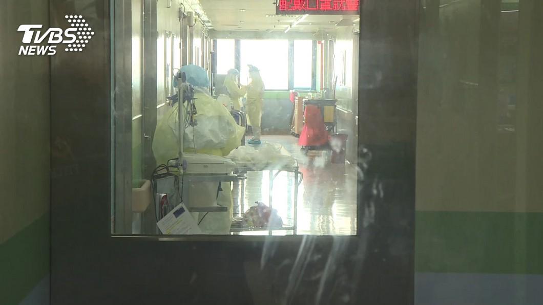 桃園疫情持續升溫,病毒從部桃醫院擴散到平鎮某醫院。(示意圖,與當事人無關。圖/TVBS資料畫面) 防疫有破口才燒到第2間醫院?陳時中駁:不能稱作疏漏