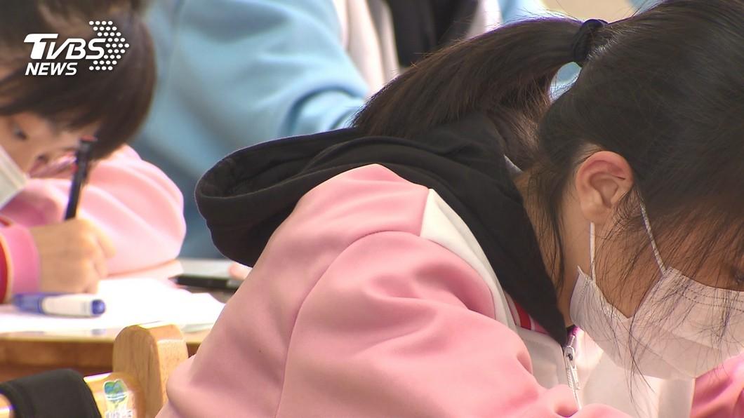 本周低溫來襲 學生保暖衣物禁外穿?