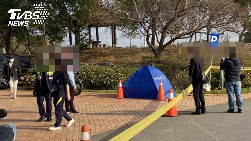 台中西屯區發生離奇車禍。(圖/TVBS) 詭異「機車壓在人上」 台中男疑自摔衝草叢身亡