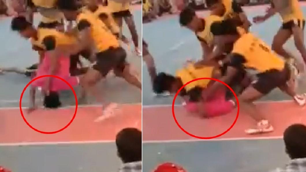 男子在卡巴迪比賽中身亡。(圖/翻攝自推特) 印度王牌選手遭6人「壓頭折頸」癱死 斷魂畫面全都錄