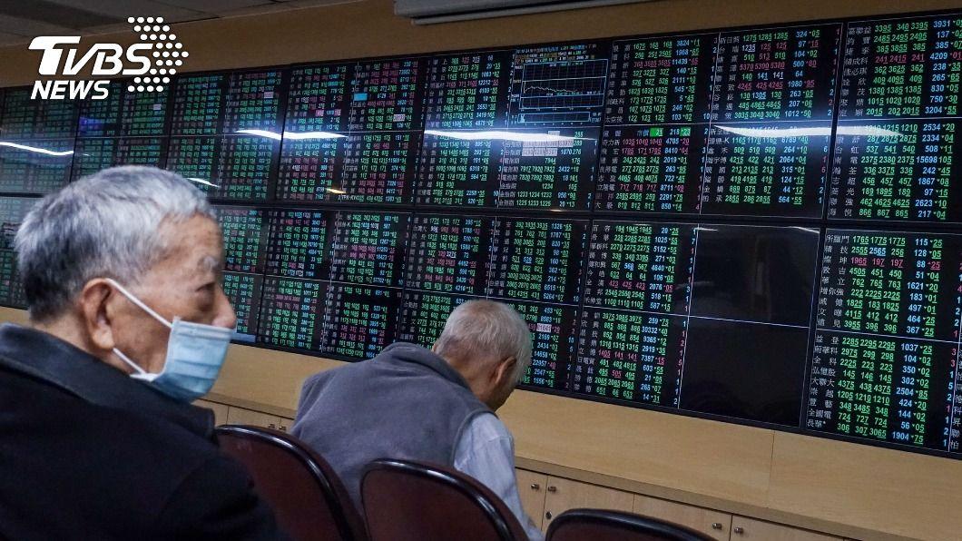 (圖/中央社) 台股重挫285.57點 失守月線支撐