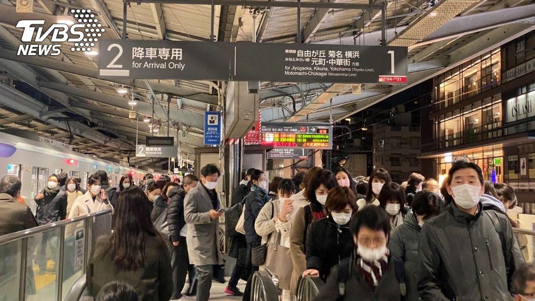 日本東京新增1064例新冠肺炎確診病例。(圖/達志影像美聯社) 東京單日新增又破千例 疫情監控維持最高警戒