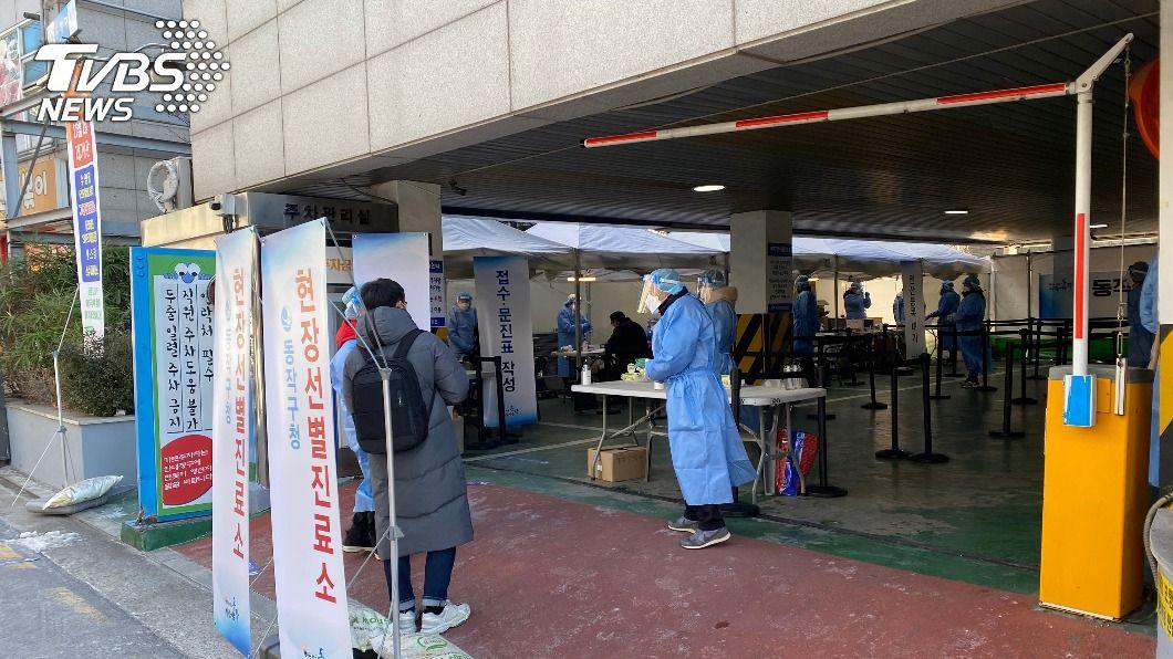 圖為首爾市內臨時篩檢站。(圖/中央社) 韓國將公布後續防疫等級 宗教設施群聚感染添變數