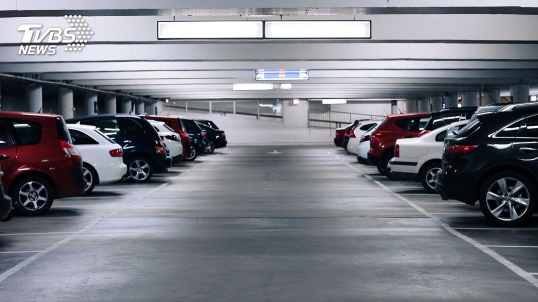 許多商辦大樓或賣場都有設置室內停車場。(示意圖/shutterstock 達志影像) 臨停5小時「停車費破百萬」 陸車主愣:都能買新車了