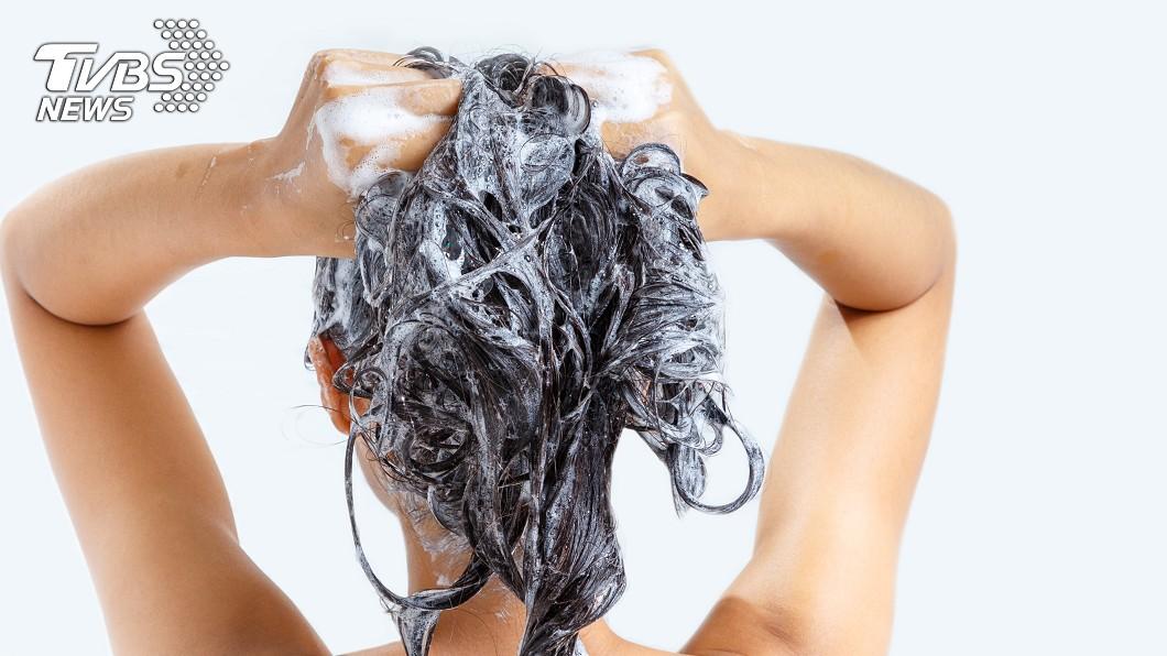洗頭示意圖,與本文無關。(圖/shutterstock 達志影像) 洗頭也不行?「初一10大禁忌」小心做了衰整年