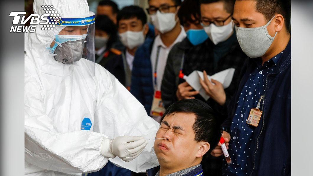 圖/達志影像路透社 台資廠爆72人群聚感染 越南封村搭野戰醫院