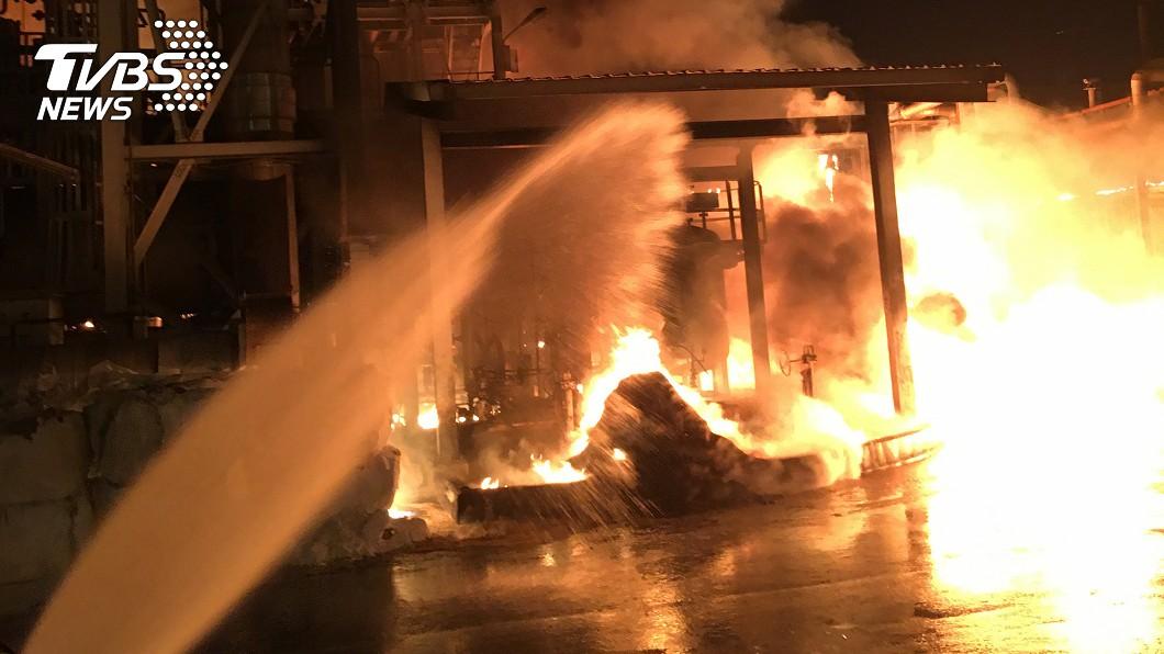 林園工業區廠房火警。(圖/中央社) 林園工業區3百平方公尺遭火噬 單月第4起事故