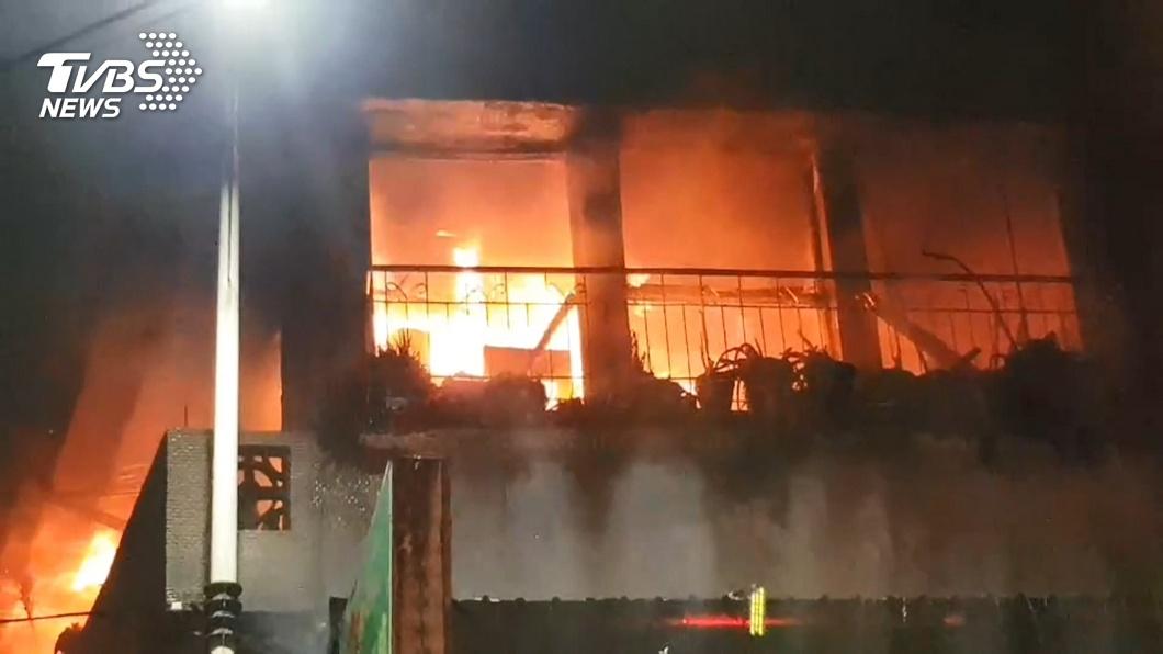 烈焰!雞排店2F民宅起火1死 男命喪樓梯間