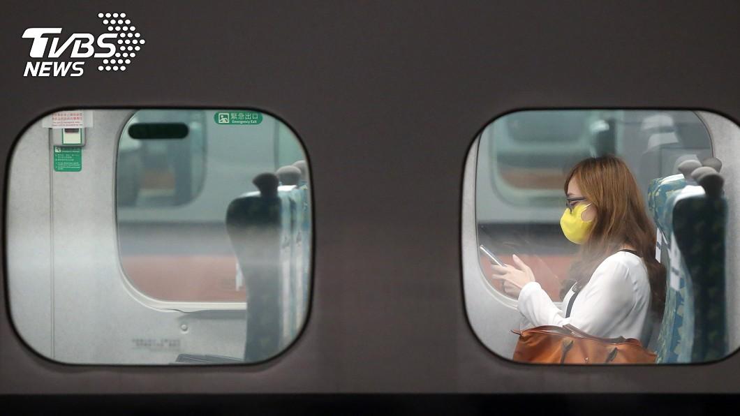 陳時中說會考慮開放高鐵長程班次飲食。(圖/中央社) 秋冬專案延續 陳時中:考慮高鐵長程班次開放飲食