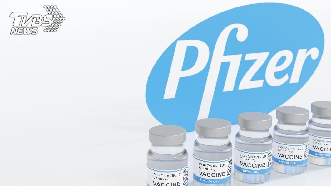 輝瑞疫苗傳出首批10多萬劑,將在4日運抵台灣。(示意圖/shutterstock 達志影像) 傳首批10萬劑輝瑞疫苗4日抵台 桃園醫護優先施打
