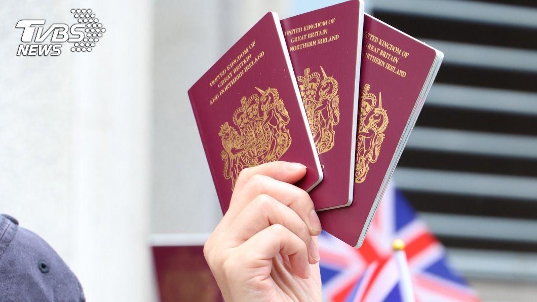 英國BNO護照新制上路。(圖/中央社) 英國BNO護照新制上路 數百萬港人獲入籍管道