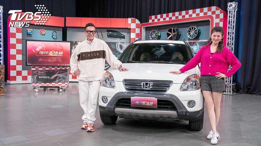 小鐘帶著他的愛車Honda CR-V,和TVBS《地球黃金線》主持人蘇宗怡分享他的保養心得。圖/TVBS 小鐘停車功夫竟讓前女友氣血攻心下車踹輪胎! 15年車僅7萬里程 全因他單身太久?