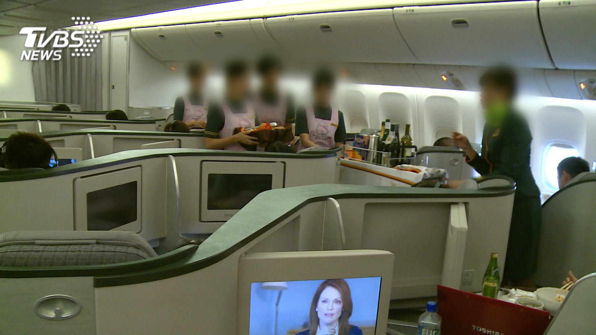 空姐醉鬧機艙遭開除 辯「夢遊」求復職敗訴