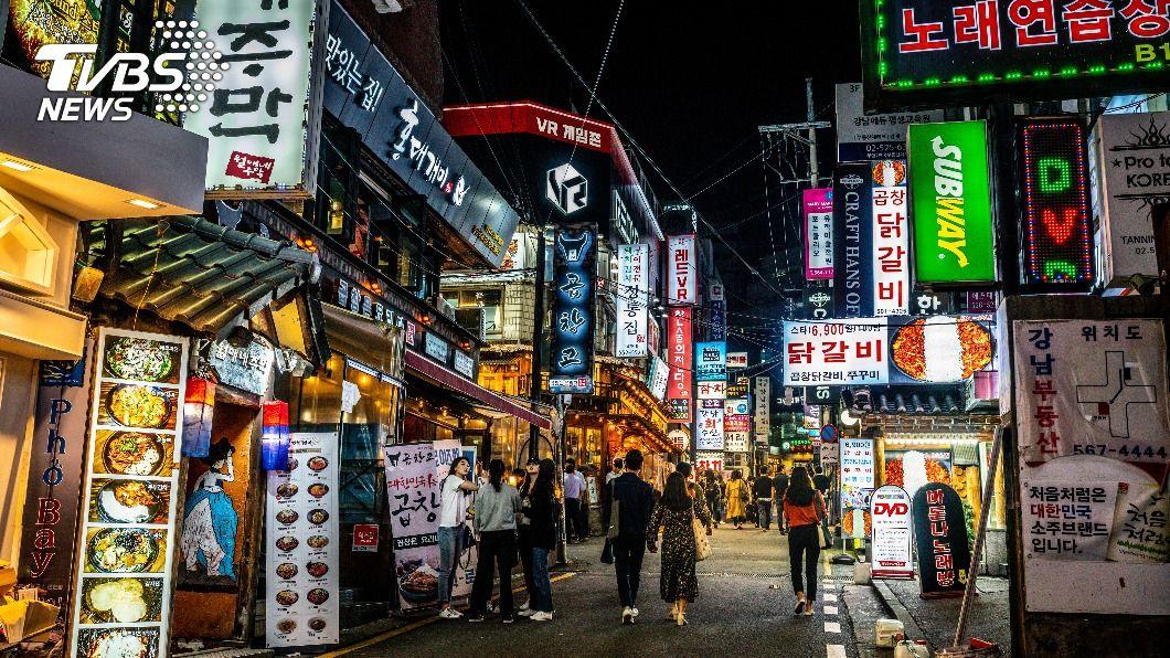 首爾施行2.5階段防疫措施,晚間9時後餐廳不得內用。(示意圖/shutterstock達志影像) 韓「無口罩狂歡」43人群聚感染 首爾市府怒告夜店求償