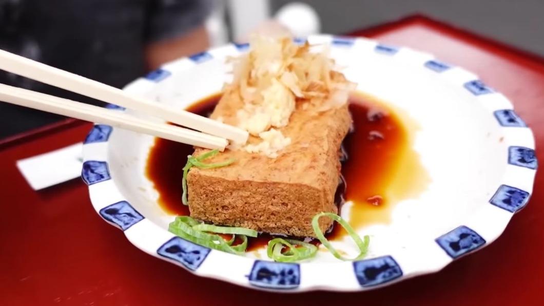 圖/翻攝自TabiEats YouTube 油炸豆腐、焦糖地瓜條 隨部落客吃遍京都