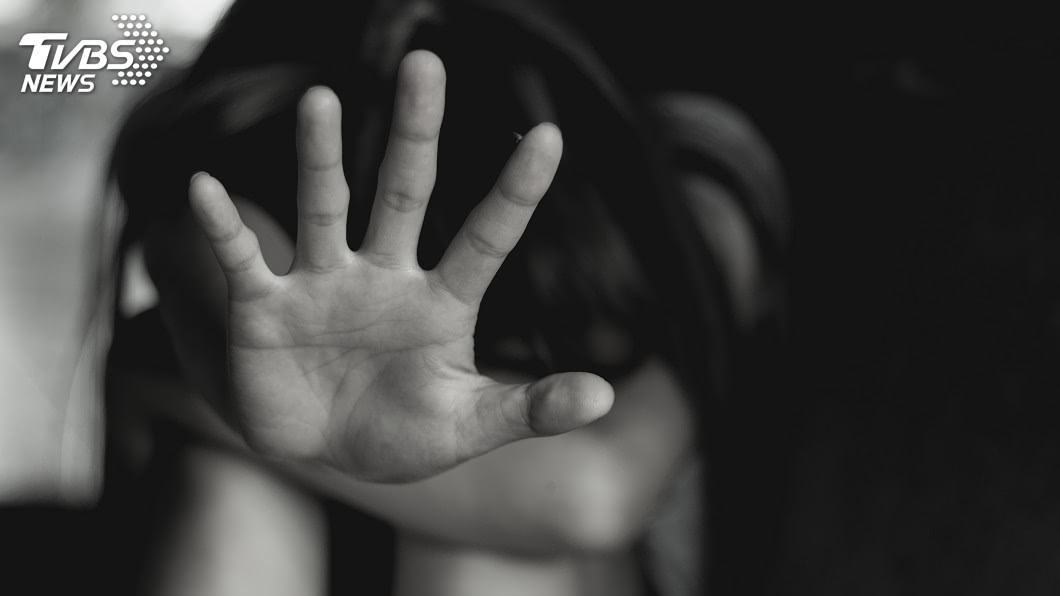 鳳山一名少女遭集體霸凌。(示意圖/shutterstock 達志影像) 鳳山少女遭霸凌案 校長記大過、學校遭扣補助款