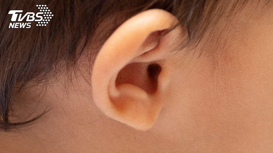 男童耳道內有不明物體。(示意圖/shutterstock達志影像) 英童喊耳痛急求診 醫驚見耳道竟藏「一顆乳牙」