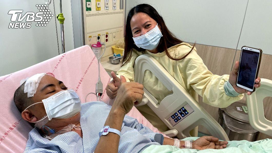 菲國移工吉拉罹患腦瘤。妻子順利來台到院陪同後續治療。(圖/中央社) 菲國移工患腦瘤曾想放棄 愛心雇主助治療成功