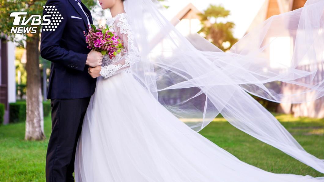 大陸一名新郎婚禮時準備了38萬人民幣聘金迎娶。(示意圖/shutterstock 達志影像) 花164萬聘金換「2條鯉魚」當嫁妝 陸男氣到退婚