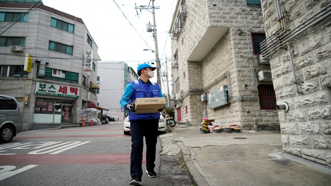 圖/達志影像路透 「不讀書才做外送」? 南韓外送員受歧視悲歌