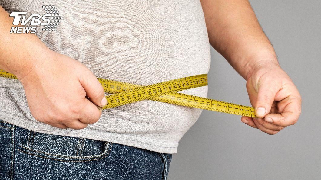 春節零嘴不斷嗑,當心過完年胖一圈。(示意圖/shutterstock達志影像) 過年零食不停小心高熱量 15顆腰果下肚如喝1匙油