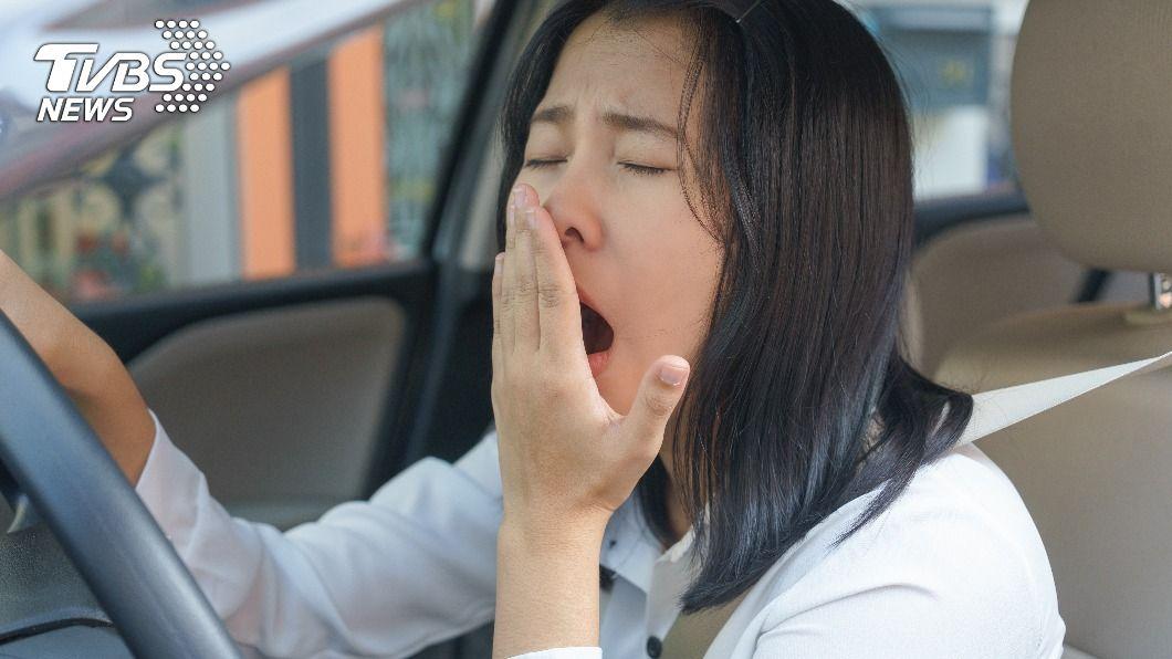 疲勞駕駛讓出車禍的風險大幅提升。(示意圖/shutterstock達志影像) 疲勞駕駛等於酒駕 專家警告出現3跡象別再開車