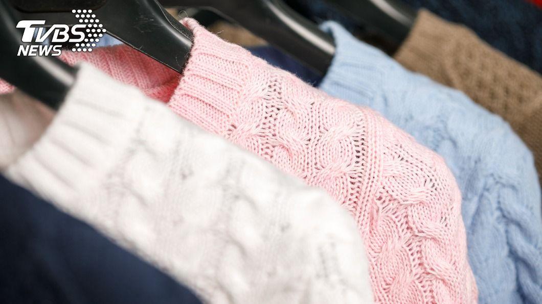 洗衣店曾姓店員穿毛衣上工,不料衣服遭平燙機捲入勒脖。(示意圖/shutterstock達志影像) 女員工「毛衣捲機器」纏脖骨折慘死 老闆娘神隱拒賠