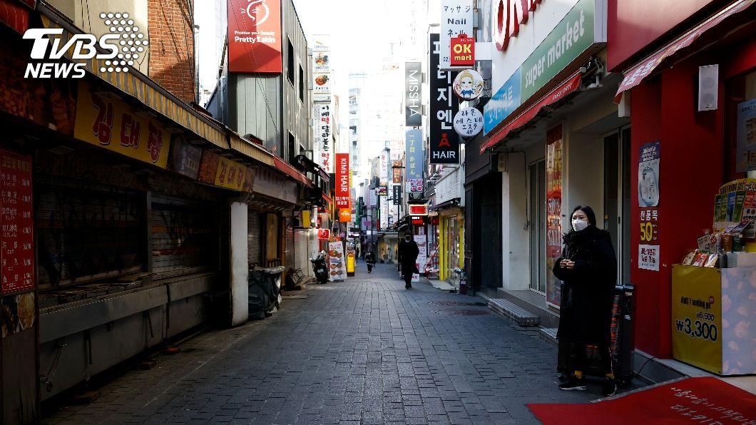 韓國政府日前放寬非首都圈營業時間限制。(圖/達志影像路透社) 韓國首都圈營業限制 業者不滿揚言「開店」示威
