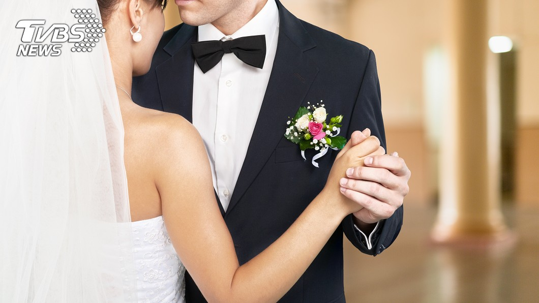 男女交往要走到結婚這一步,事前必定會經過許多磨合。(示意圖/shutterstock 達志影像) 準岳父開「婚前3條件」 男猶豫網狂勸:你不簽我來