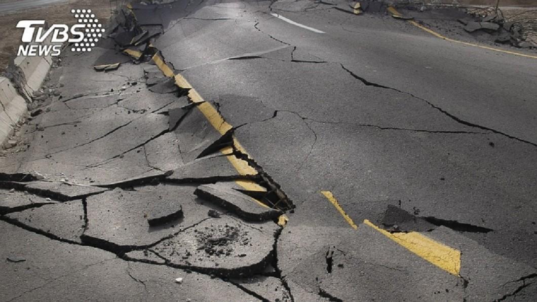 地震示意圖/shutterstock/達志影像 22:24地牛翻身!規模4.7 最大震度宜蘭3級