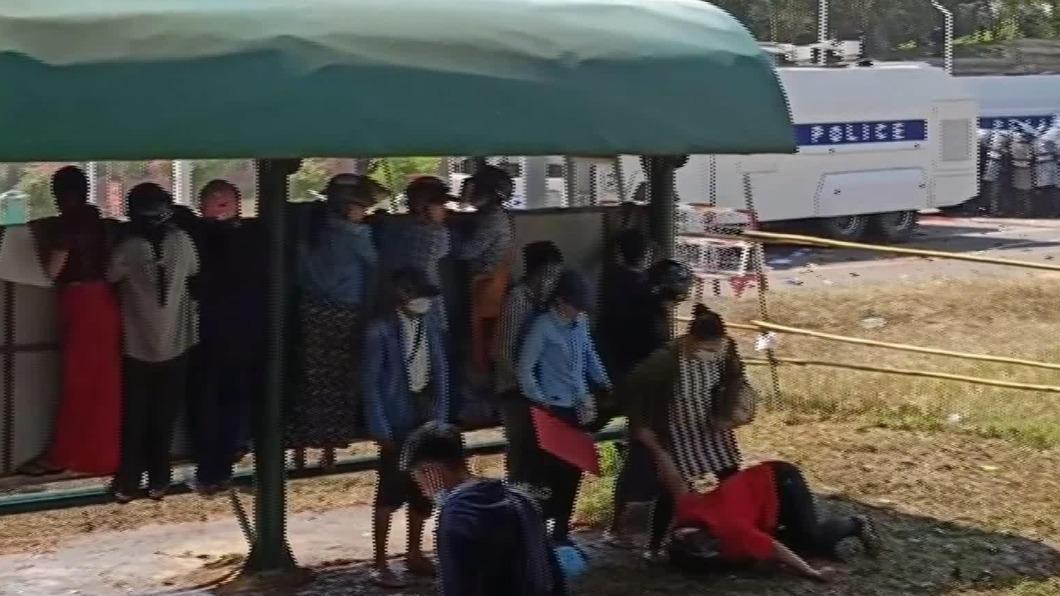 中彈過程曝光! 緬甸一婦女頭部中槍命危