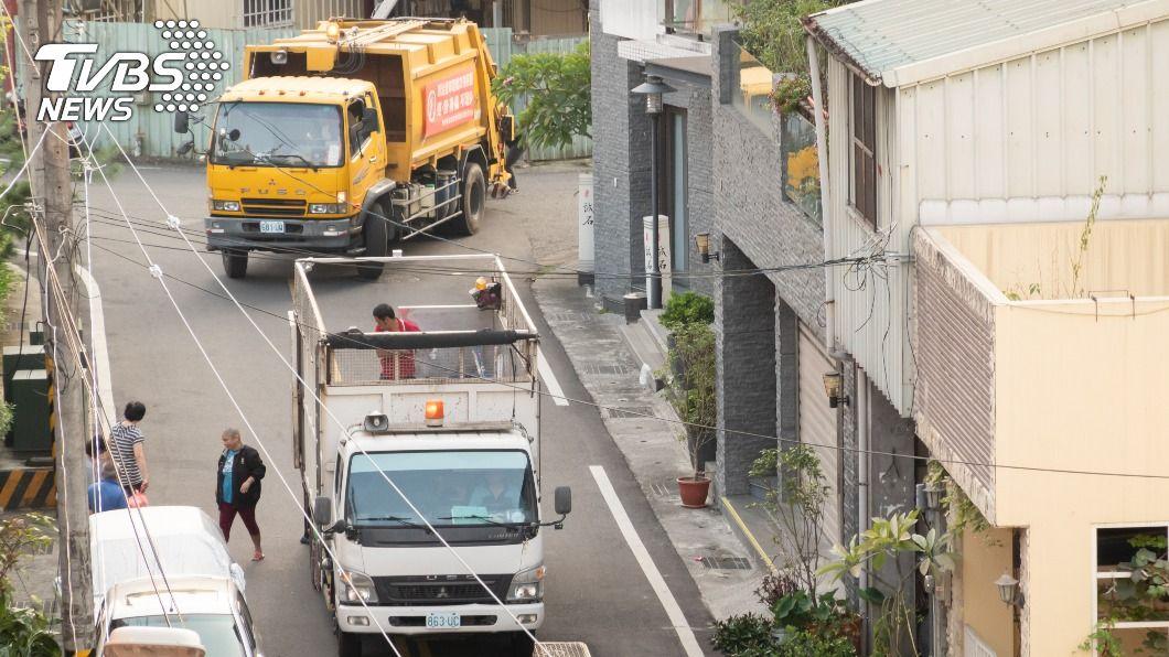 不是任何垃圾都適合丟進垃圾車,宜妥善做好資源回收。(示意圖/shutterstock達志影像) 當心垃圾變炸藥!4類家庭廢棄物避免直接丟垃圾車